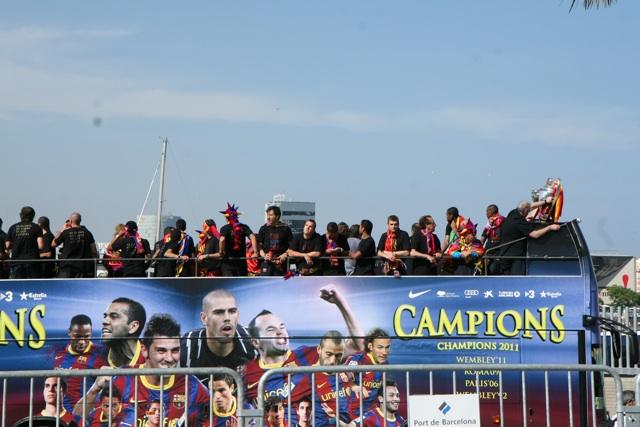 Barcelona se entrega a sus campeones