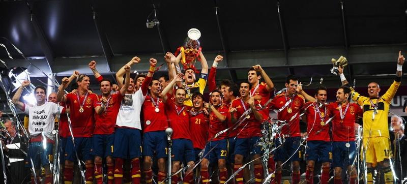 España, campeona tras ganar a Italia con goles de Silva, Alba, Torres y Mata (4-0)