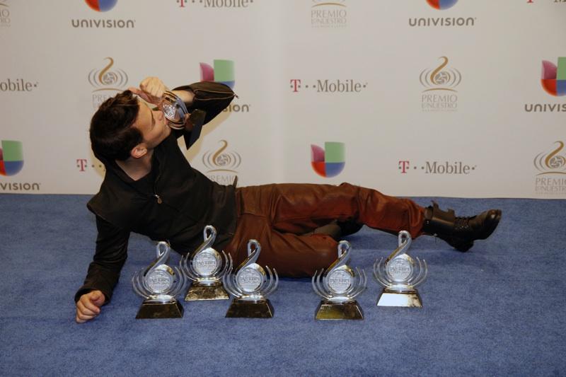 """Premio Lo Nuestro cumplió con un show de gran altura y recordó a la """"Diva de la Banda"""""""