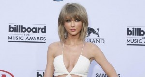 Taylor Swift brilla con la sortija Tigre de Carrera y Carrera en los Billboard Music Awards