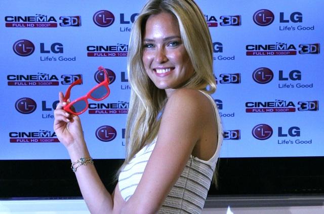 Bar Rafaeli madrina de lujo en la presentación de los nuevos televisores 3D LG